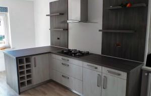 Izdelava novih belih kuhinj