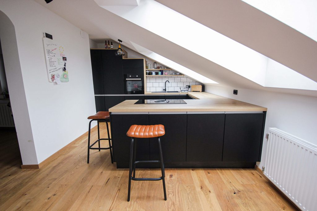 Mansardne kuhinje za majhne in velike prostore